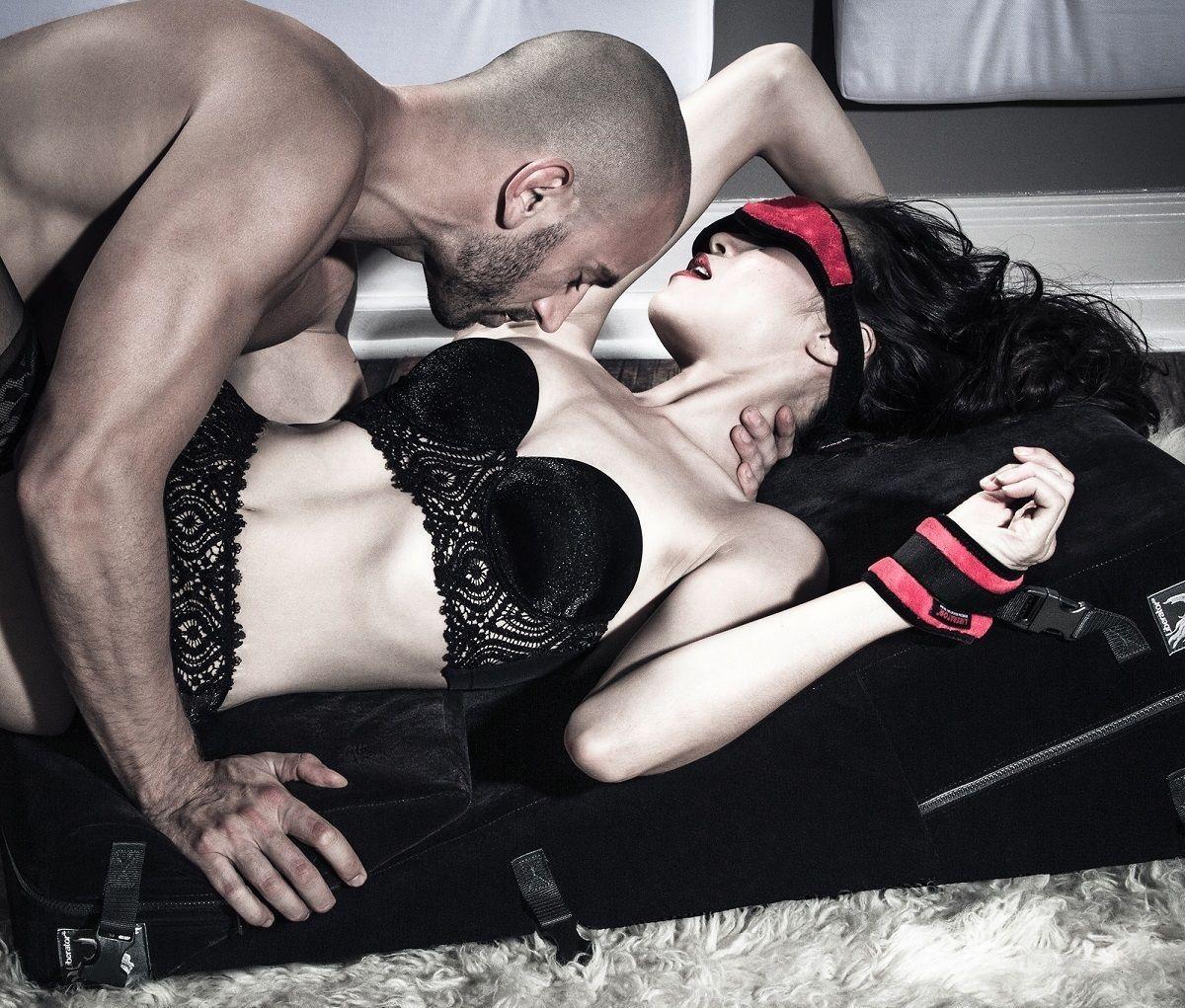 Женщины в роли секс мебели